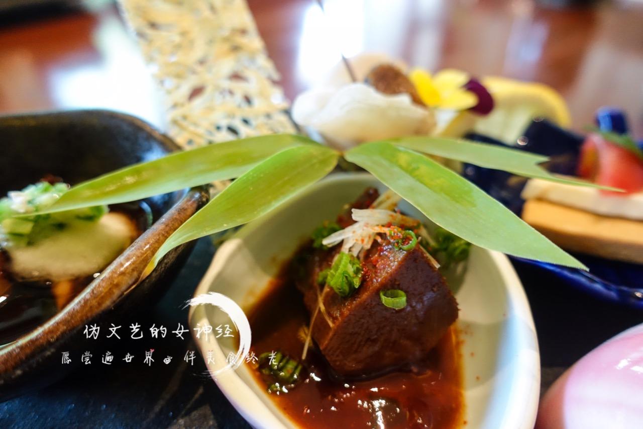 【前菜六点】 牛肉たたき,煮小海螺,酱煮牛舌,软煮章鱼,自制酱渍奶酪图片