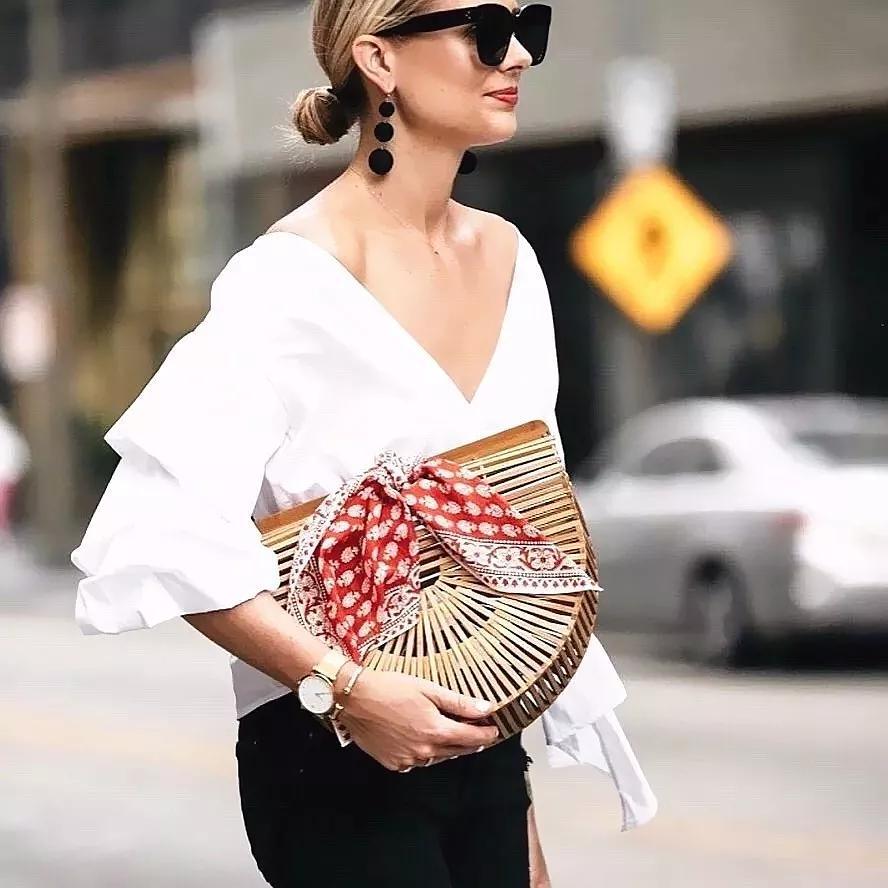穿衣灵感 如何将丝巾变成衣服的一部分